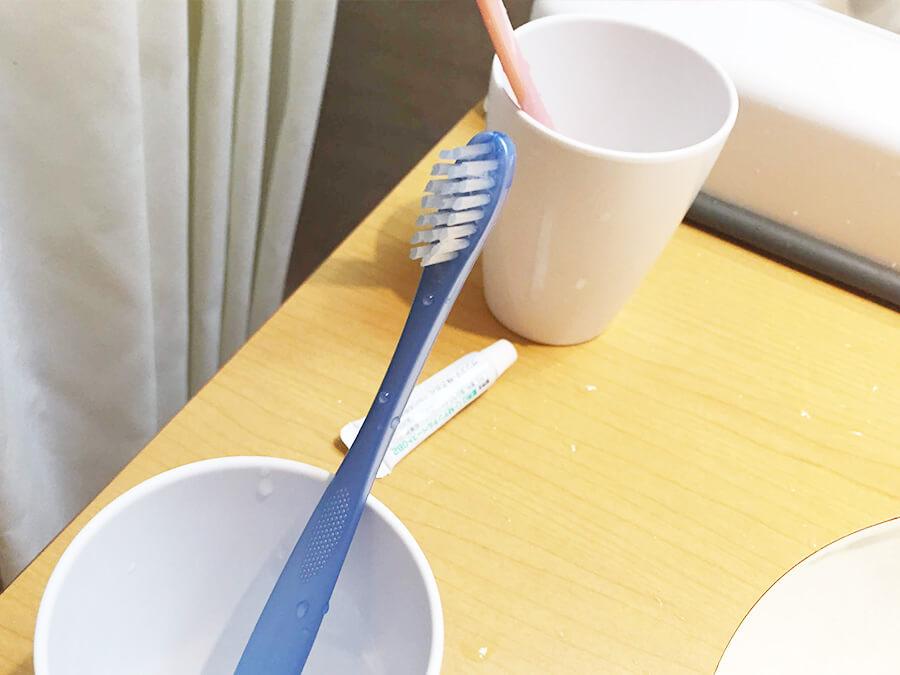 青い歯ブラシ
